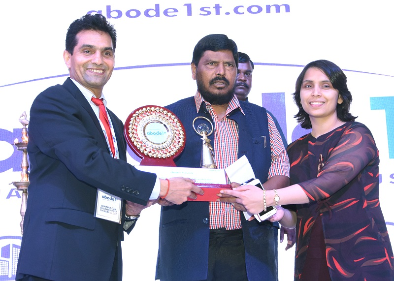 Abode 1st MD, Sandeep Deswal given momento to  Union minister Ramdas Athawale in RERA and GST Seminar