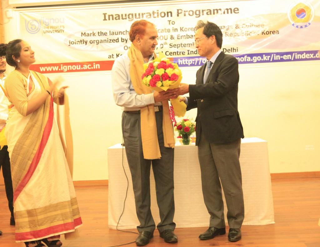 02 - H.E. Shin Bong Kil, Ambassador of The Republic of Korea to India, Vice-Chancellor Prof. Nageshwar Rao -IGNOU