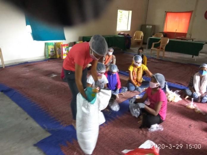 distributing cooked food