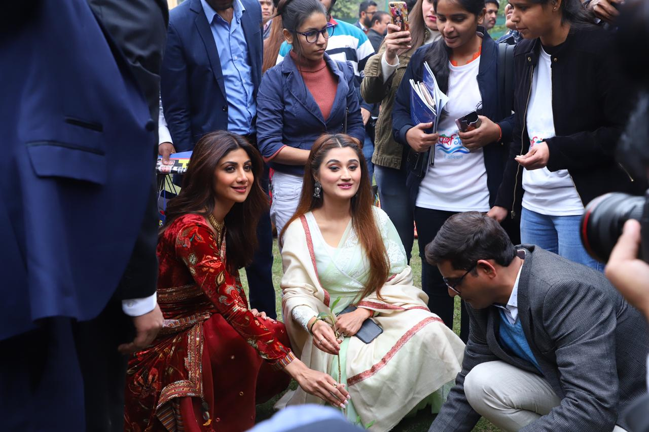 Shilpa Shetty and Arushi Nishank doing plantation at Champions of Change Awards
